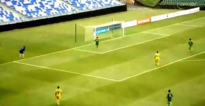 """BLOG: """"Astro"""" na Copa das Confederações de 2013, goleiro do Taiti faz gol contra bizarro"""