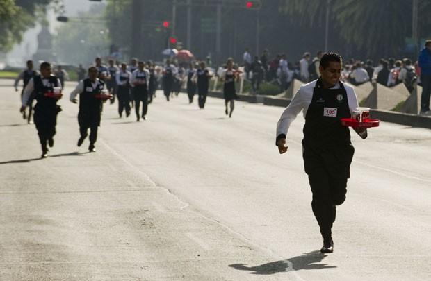 Grupo de 337 garçons bateu recorde ao participar de corrida de 800 metros  (Foto: Alfredo Estrella/AFP)