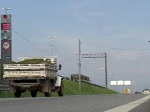 32 radares começam a multar nesta segunda na BR-101, em SC (Foto: Reprodução / RBS )