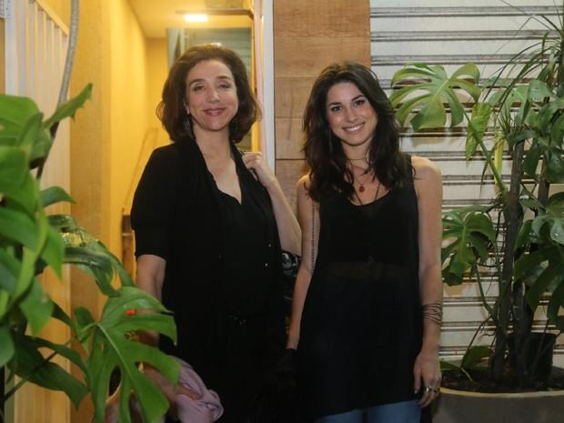 Marisa Orth e Chandelly Braz em festa na Zona Oeste do Rio (Foto: Daniel Pinheiro/AgNews)