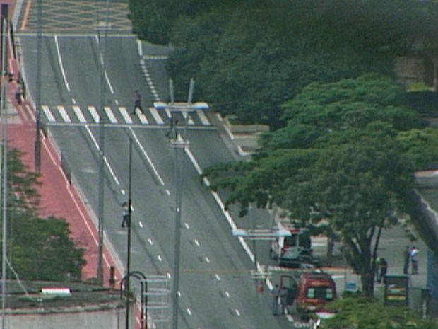 Avenia Paulista vazia após interdilção por causa de ameaça de bomba (Foto: Reprodução/TV Globo)