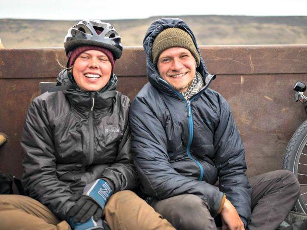 Casal sueco tinha um projeto de viagem pelo mundo com bicicleta e registravam os locais por onde passavam  (Foto: Reprodução/Facebook)