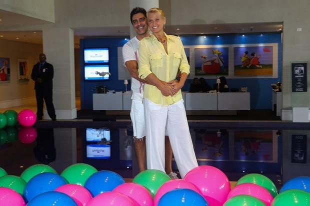 Xuxa Meneghel e Junno Andrade (Foto: Manuela Scarpa / Foto Rio News)