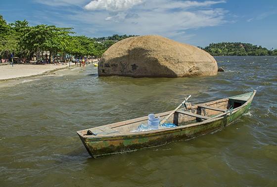 Pedra dos Namorados, na beira da praia José Bonifácio (Foto: © Haroldo Castro/Época)