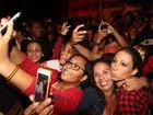 Valesca Popozuda faz a alegria de fãs no Complexo do Alemão, no Rio