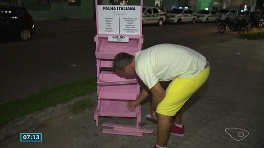 Vendedor ambulante tem carrinho de doces destruído em terminal da Serra, ES