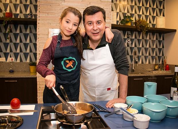 Ivana e seu pai,  Fabio Coelho (Foto: Marcos Rosa/  Ed. Globo)