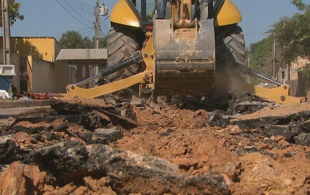Obras em ruas de Boa Vista causam transtornos (Foto: Amazônia TV)
