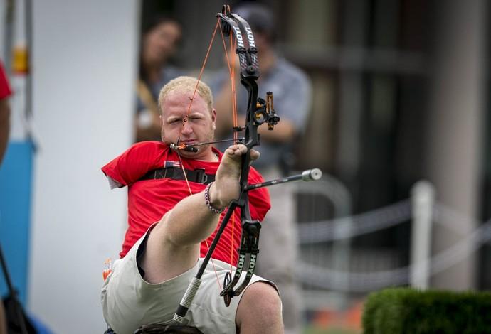 Matt Stutzman atira com os pés e foi ao pódio no Parapan (Foto: Daniel Zappe/MPIX/CPB) height=470