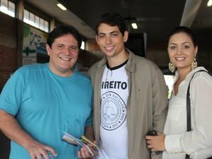 Amigos prestam exame da OAB (Foto: Gabriela Pavão / do G1 MS)