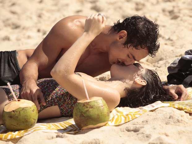 Isabelle Drummond e Thiago Amaral  (Foto: Sangue Bom / TV Globo)