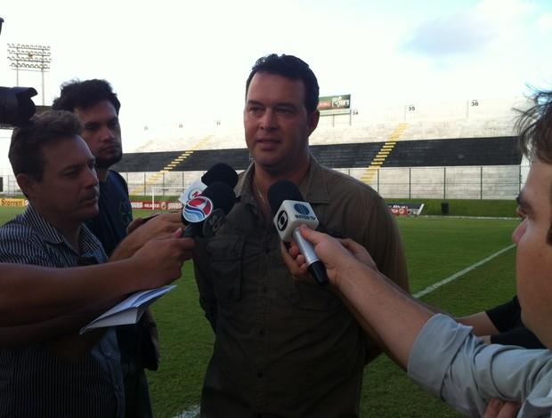 Roberto Fernandes, técnico do ABC (Foto: Tiago Menezes)