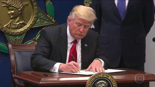 Trump proíbe cidadãos de sete países de entrar nos Estados Unidos