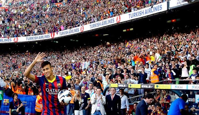 Neymar apresentação Barcelona torcida (Foto: Reuters)