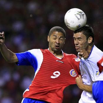 Costa Rica Alvaro Saborio e Alfredo Pacheco El Salvador (Foto: Reuters)