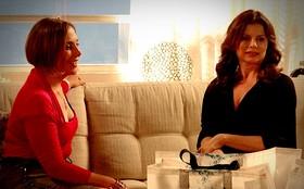 O mundo dá voltas: Verônica tenta faturar um trocado com Monalisa