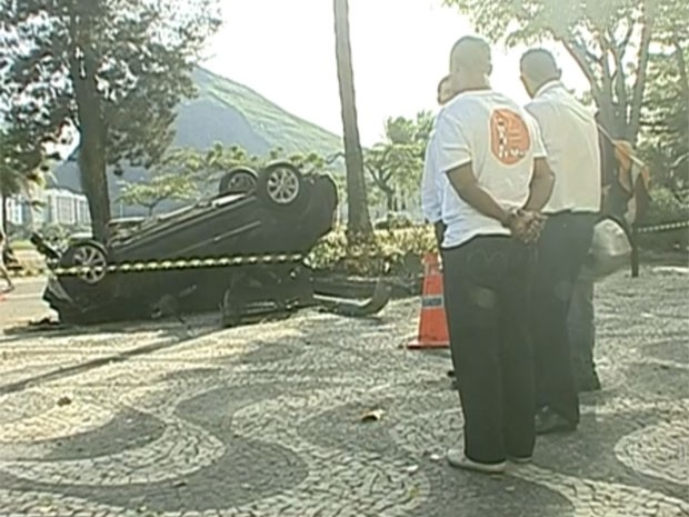 Jovem morre após acidente de carro na Lagoa (Foto: Reprodução / TV Globo)