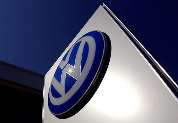 Logotipo da montadora alemã Volkswagen é visto em unidade de Sydney (Foto: David Gray/Reuters)