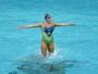 Com Ivete no som e Cristo na piscina, nado usa ex-ginasta para impressionar