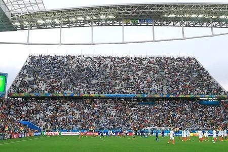 4119f69cd5 Arquibancada provisória lotada durante jogo entre Holanda e Argentina