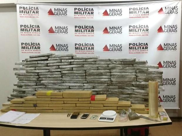Quatro são presos e polícia apreende 120 kg de maconha em Uberlândia (Foto: Divulgação/Polícia Militar)