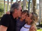 Rafaella Justus ganha 'beijo sanduíche' do pai e da madrasta