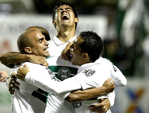 Leandro Almeida comemora gol Coritiba J Mallucelli (Foto: Ag. Estado)