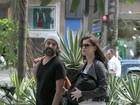 Alinne Moraes passeia com o marido e o filho a tiracolo