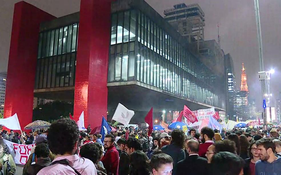 Manifestantes fazem protesto na Avenida Paulista contra Temer e por eleições diretas (Foto: GloboNews/Reprodução)