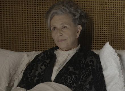 Vitória ordena que Lívia viaje com Felipe