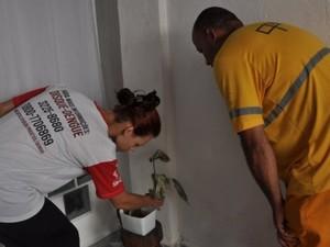 Agentes visitaram residências durante este sábado em Santos (Foto: Divulgação / Prefeitura de Santos)