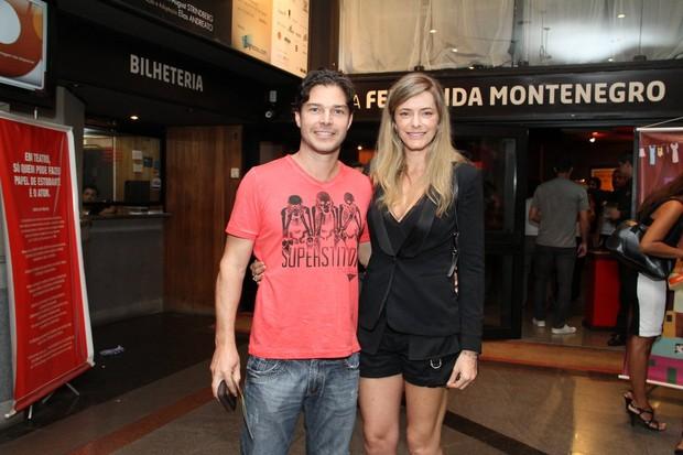 """Erik Marmo e Larissa Bornier na estreia de """"Ciranda"""" (Foto: Thyago Andrade / Foto Rio News)"""