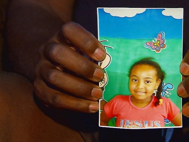 Pais acreditam que demora no atendimento provocou morte de menina de 6 anos (Foto: Reprodução EPTV)