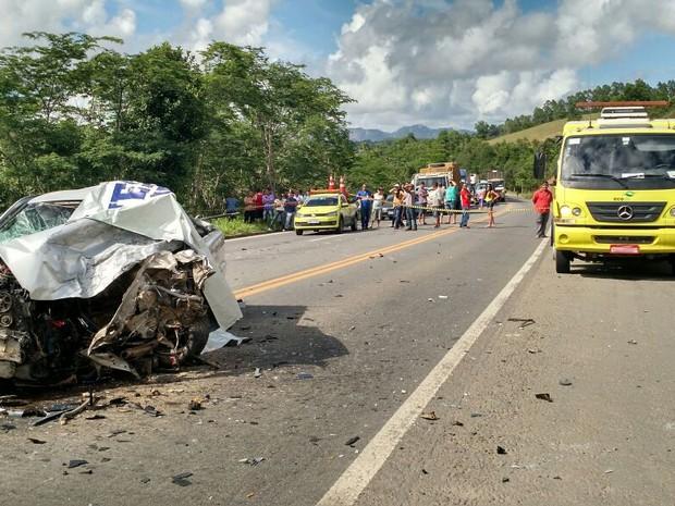 Uma pessoa morreu em acidente na BR-101 em Aracruz, no Espírito Santo (Foto: Kaio Henrique/ TV Gazeta)