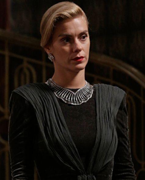 Carolina Dieckmann é Iolanda em 'Joia rara' (Foto: Reprodução)
