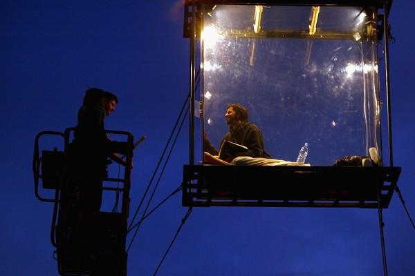 Blaine já chegou a ficar preso dentro de uma gaiola de vidro por 44 dias (Foto: Getty Images)