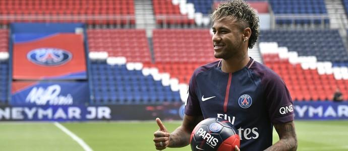 Neymar apresentação PSG (Foto: AFP)