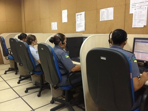 Sala de atendimento de chamadas de emergências no Ciodes, em Macapá (Foto: Graziela Miranda/G1)