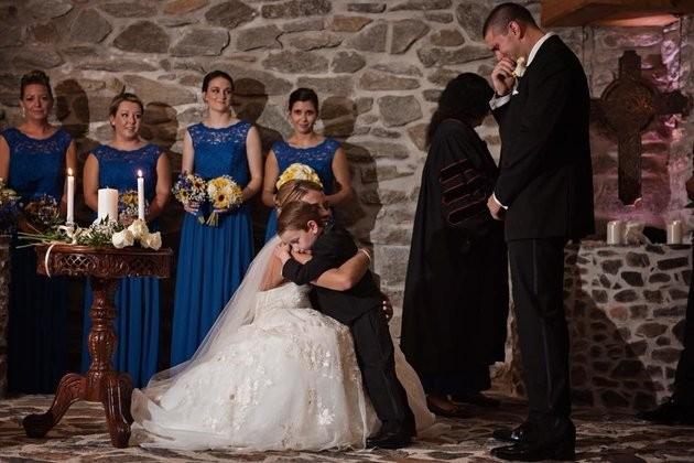 Katie abraçando Landon enquanto é observada por Jeremy (Foto: Arquivo pessoal)
