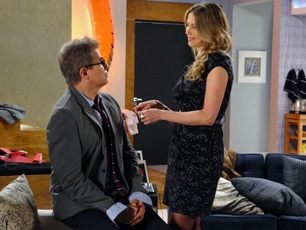 Felipe fica surpreso com proposta de Vânia (Foto: Guerra dos Sexos / TV Globo)