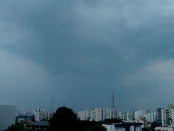 Chuva em Cuiabá (Foto: Eduarda Fernandes/G1)