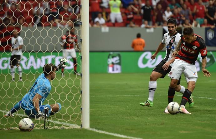 Guerrero chance perdida Flamengo x Vasco (Foto: Agência Estado)