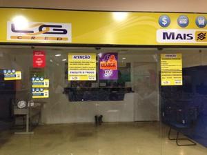 Setor de segurança do Shopping Farol diz que não tem informação sobre o assalto. (Foto: Michelle Farias/G1)
