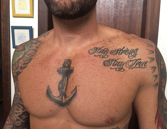 Cristiano exibe uma de suas mais recentes tatuagens. (Foto: Arquivo Pessoal)