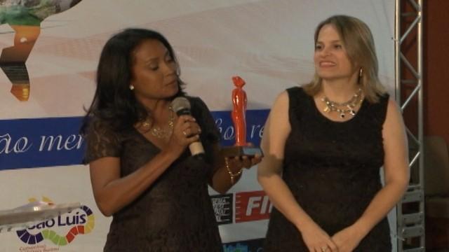 Repórter Regina Souza e a editora-chefe Shirley Freire (Foto: Reprodução/TV Mirante)