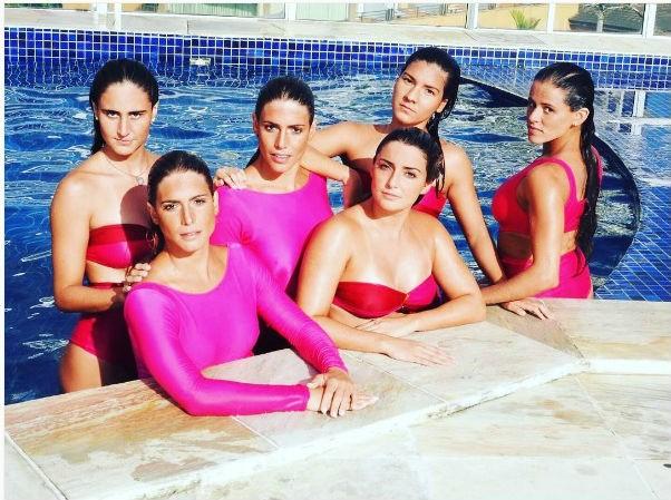 Meninas do nado sincrinizado brasileiro fazem pose na piscina (Foto: Reprodução/ Instagram)