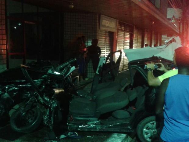 acidente van carro cabo frio (Foto: Kleber Santos)
