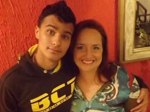 Matheus Goldoni e a mãe (Foto: Nivia Goldoni/Arquivo Pessoal)