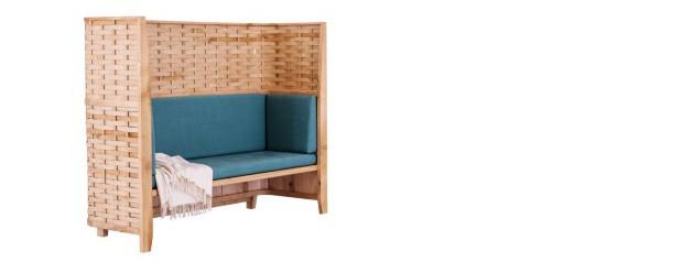 Sofá de espaldar alto e tramado em madeira inglesa (Foto: Divulgação)