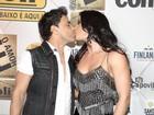 Zezé Di Camargo e Graciele Lacerda beijam muito em festival sertanejo